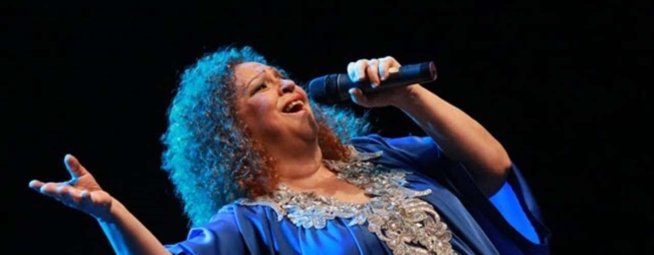 Sonia Silvestre.-La cantante dominicana falleció el 19 de abril, a los 61 años de edad, tras permanecer ingresada una semana en un centro de salud de Santo Domingo al sufrir dos accidentes cerebrovasculares, informó el esposo de la artista.