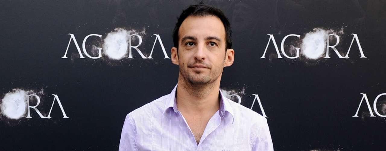 El director de cine Alejandro Amenábar habló en 2004 abiertamente, y por primera vez, sobre su homosexualidad en la revista Shangay. El realizador aprovechó el momento de promoción para su película 'Mar Adentro'.
