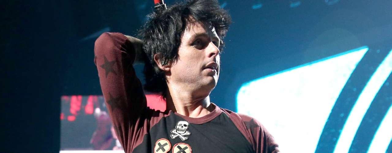 Billie Joe Armstrong, el vocalista de Green Day, es bisexual, lo reveló abiertamente como una manera de apoyar al amor \