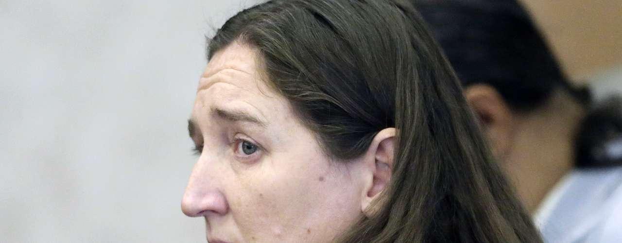 Una mujer de Utah fue acusada por la Policía de matar a seis de sus siete bebés que dio a luz durante un período de 10 años, después que encontraron los cadáveres guardados en cajas de cartón en el garaje de su antigua vivienda. La policía dijo que Megan Huntsman, de 39 años de edas, dio a luz a los bebés entre 1996 y el 2006. La justicia fijó a finales de abril pasadouna fianza para esta madre asesina.
