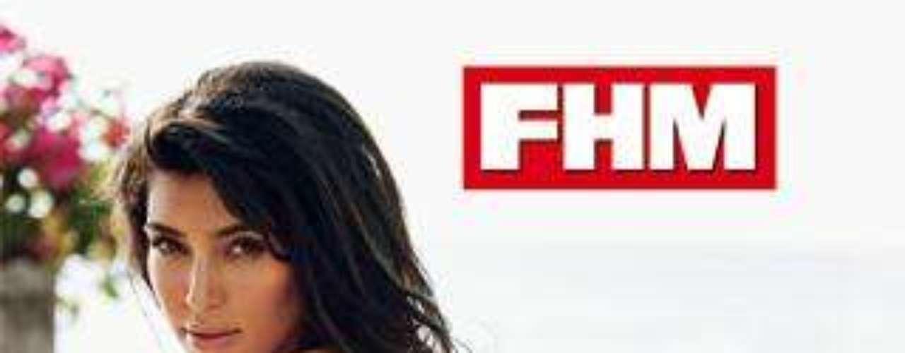 Kim Kardashian mostraba sus famosas curvas en la revista 'FHM'.