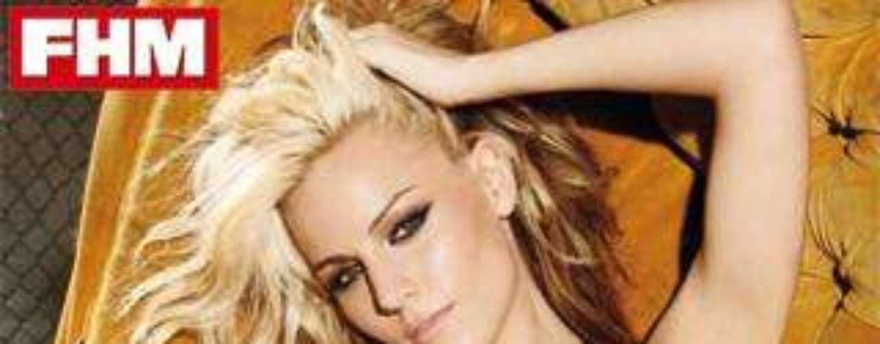Así de sexy y ligera de ropa posaba la cantante Edurne para la revista 'FHM'.