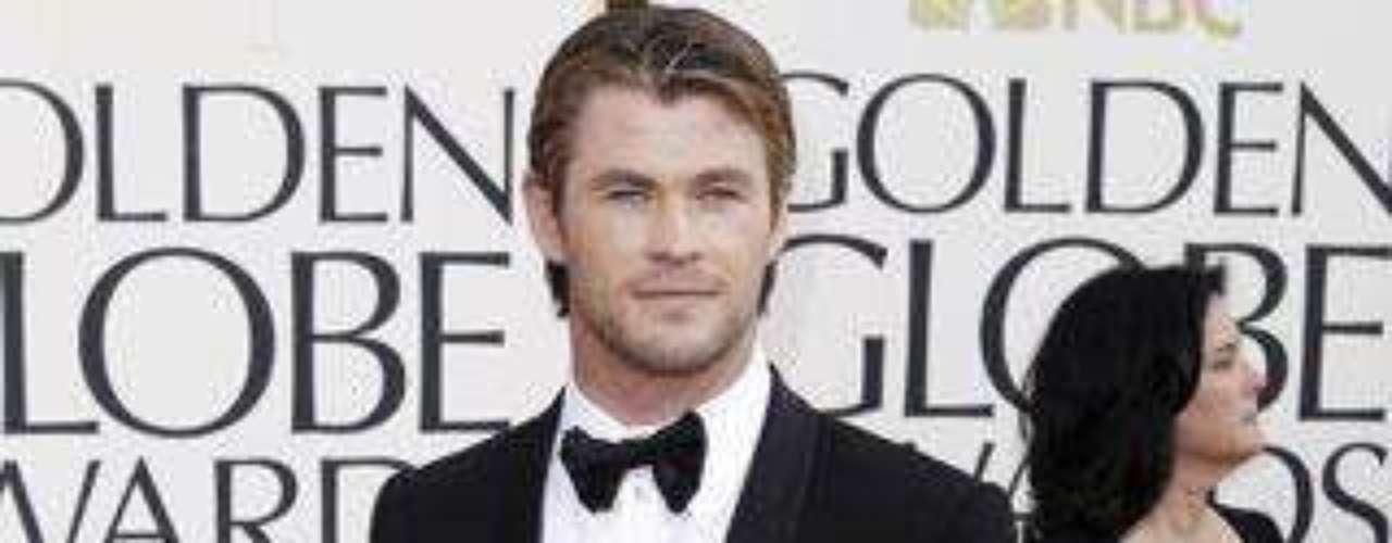 Chris Hemsworth llegó solo a la alfombra roja de los Globos de Oro.