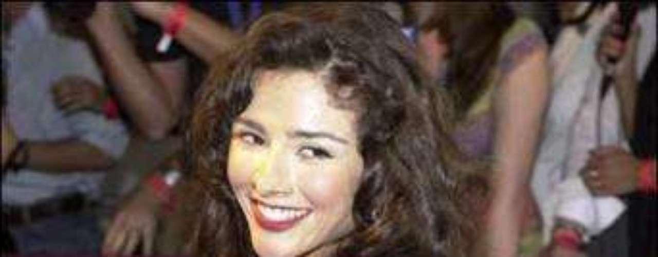 Desmadrúgate con la exuberante belleza argentina de Dorismar.