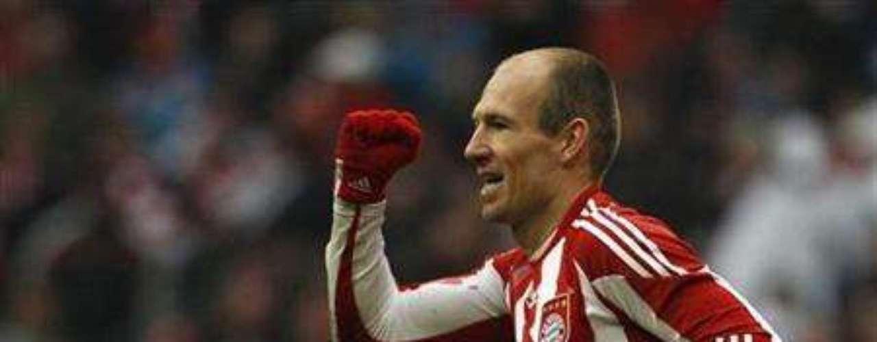 Hay jugadores que prefieren no hablar sobre sus graves enfermedades. Es el caso del holandés Arjen Robben, quien también sufrió cáncer testicular. El jugador sólo admitió que tuvo dicha enfermedad en el 2004, cuando estaba recuperado.