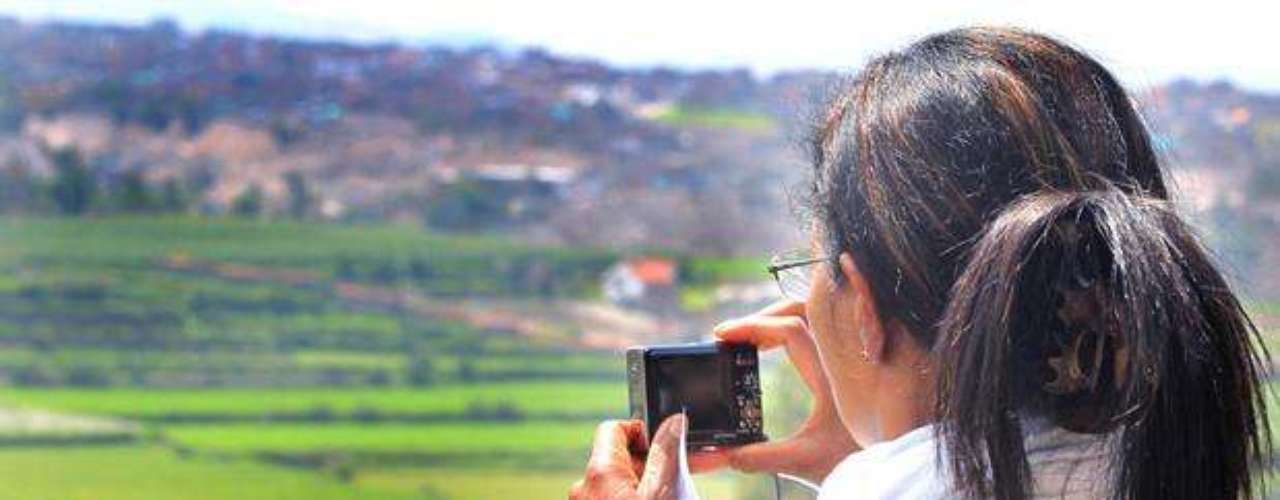 Carmen Alto, tradicional pueblo de Cayma localizado al lado derecho del río Chili y a 4 kms de la Plaza de Armas. Posee hermosos andenes de buena conservación con muros de piedra y rodeados de caminitos antiguos que siguen siendo utilizados hasta hoy.