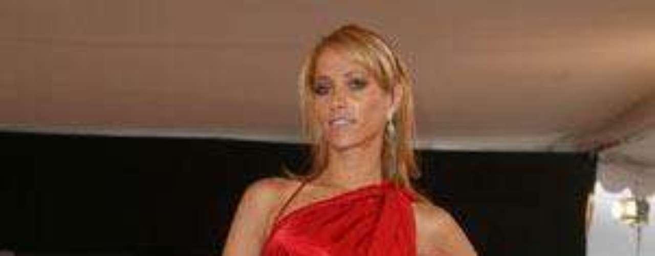 Atrévete a pasar al área chica para conocer más de cerca los atributos de Inés Sainz, la reportera más sexy de la televisión mexicana.