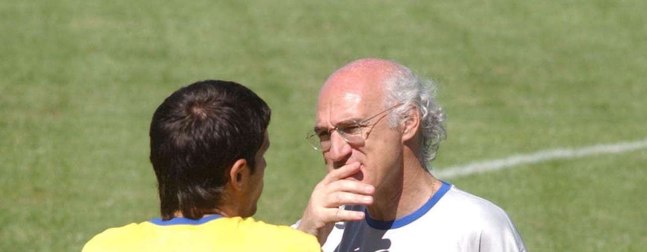 Para ello, Boca trajo a Marcelo Delgado, figura en Racing, y retuvo a Gustavo Barros Schelotto