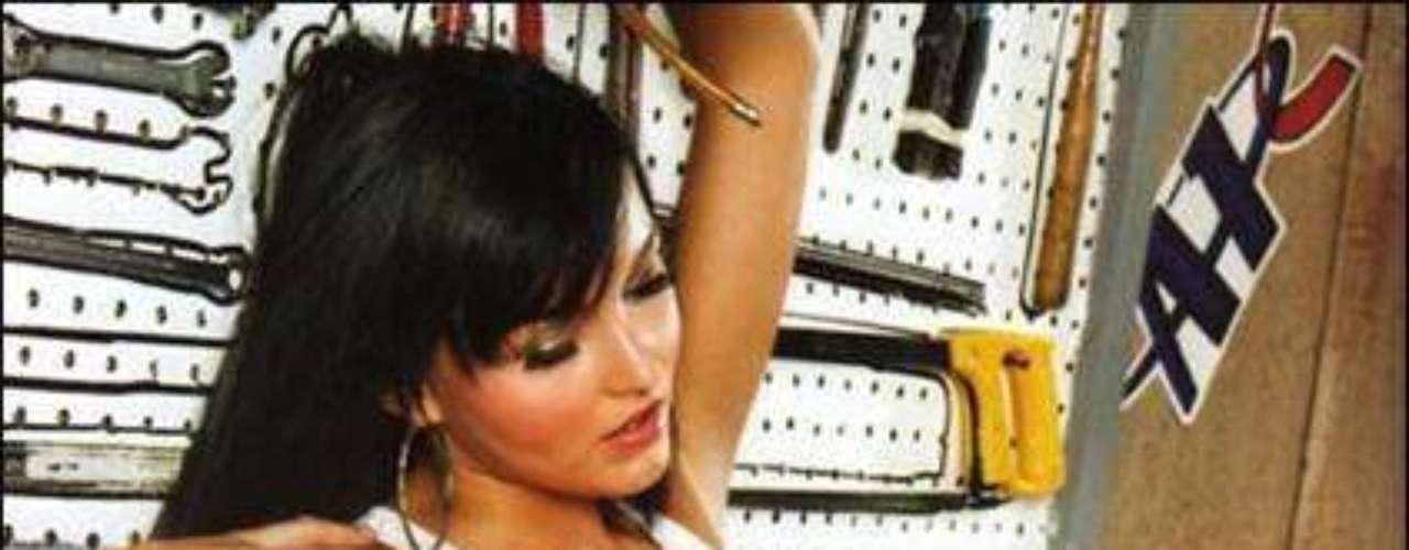La actriz Angelique Boyer dijo que prefiere que se le conozca por su trabajo y no por la polémica que generó su decisión de posar con poca ropa en una revista para caballeros