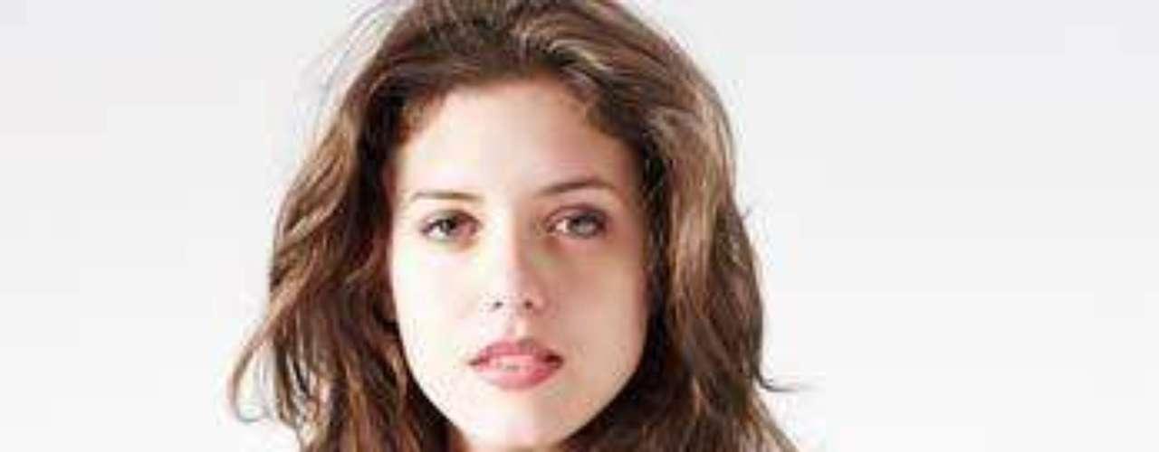 La terapeuta neoyorquina, Sarah White, ha creado un nuevo método para lograr que sus pacientes se sientan en confianza con ella y revelar las cuestiones con los acongoja, que consiste en quitarse la ropa paulatinamente hasta quedar desnuda.