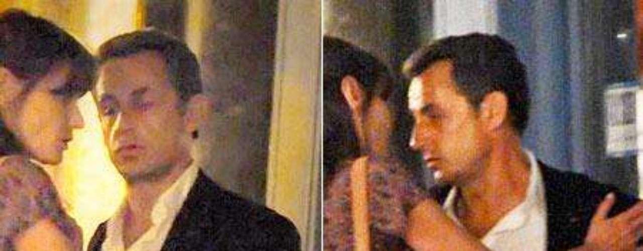 A Nicolás Sarkozy, en un ataque de celos por su mujer, la actriz Carla Bruni.