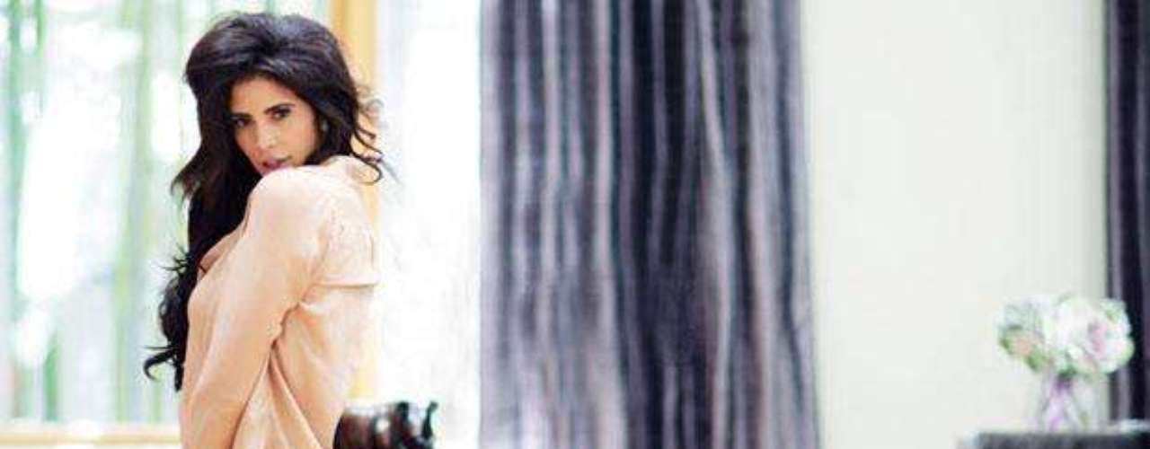 Hope Dworaczyk, la primera playmate en 3D -en junio de 2010-, ahora posa sensualmente en casa para la revista Esquire en su edición norteamericana. Hope, además, es anfitriona del programa de televisión Incide Fashion, de la cadena E! Entertainment -en Canadá-. ¡Disfruta la sesión fotográfica!
