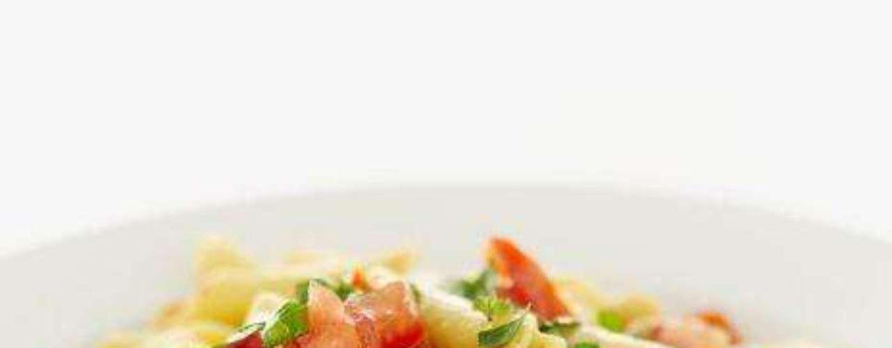 La mayoría de las pastas son altas en carbohidratos complejos lo que hace que se digieran más lento, produciendo más energía y resistencia. Es por eso que la pasta es un alimento indispensable en la dieta de los atletas.
