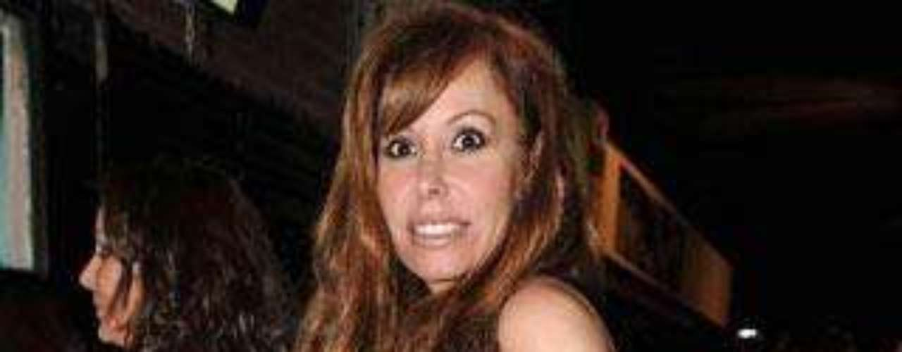 Lara Dibildos fue uno de los rorstros conocidos que no quisieron perderse la inauguración.