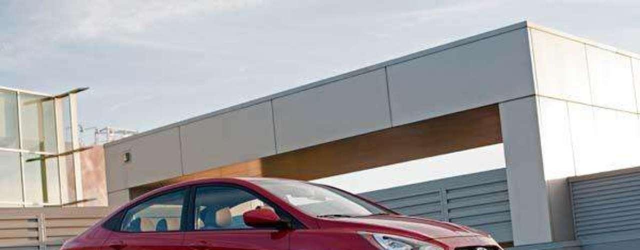 Fotos Hyundai Accent Sedán 2012