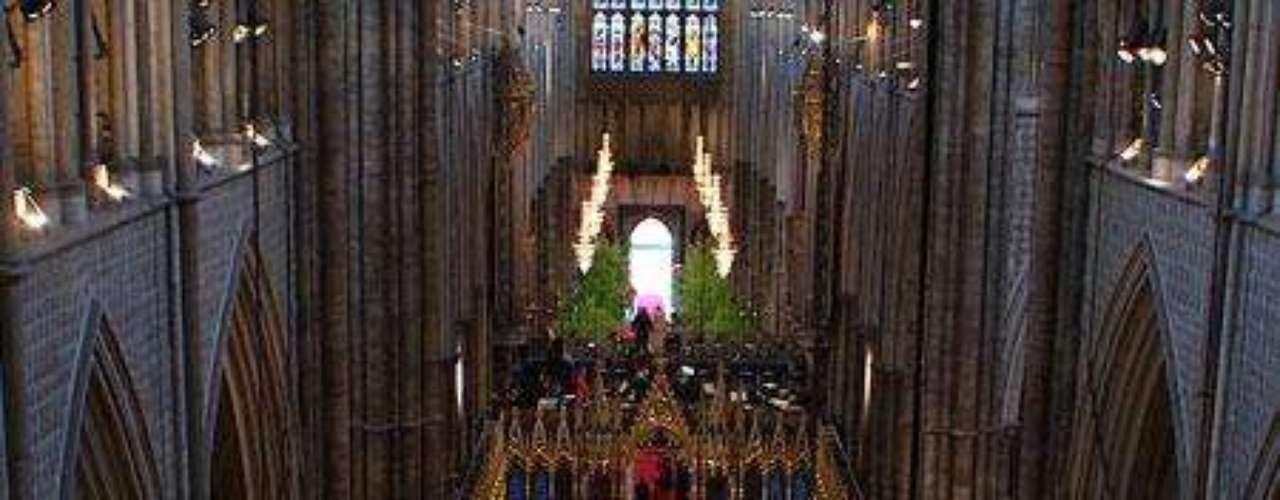 Los primeros invitados empezaban a llenar la abadía de Westminster a las 8:15 am.