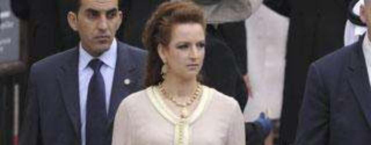 La princesa Lalla Salma de Marruecos, con una elegante túnica en uno de los colores de la temporada, el rosa palo.