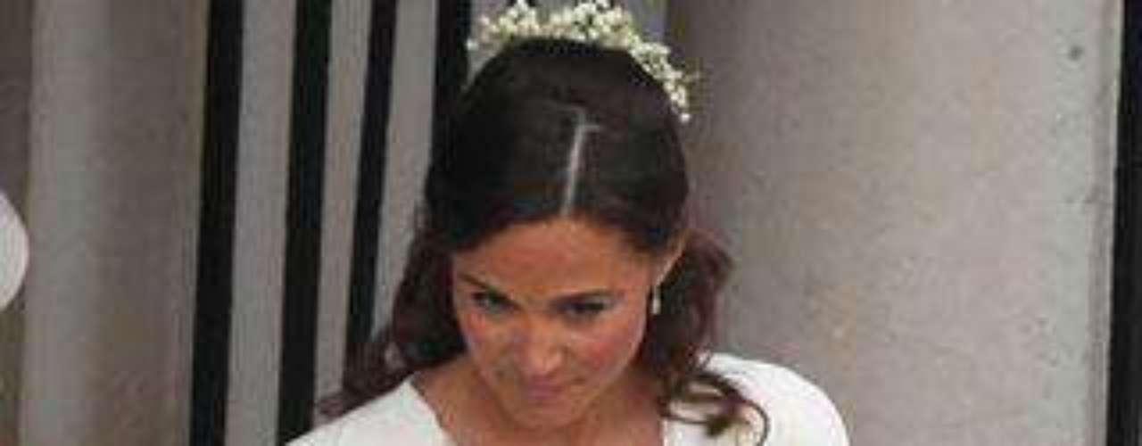 Pippa Middleton ha sorprendido con este vestido blanco del mismo taller que el de su hermana, Alexander McQueen.