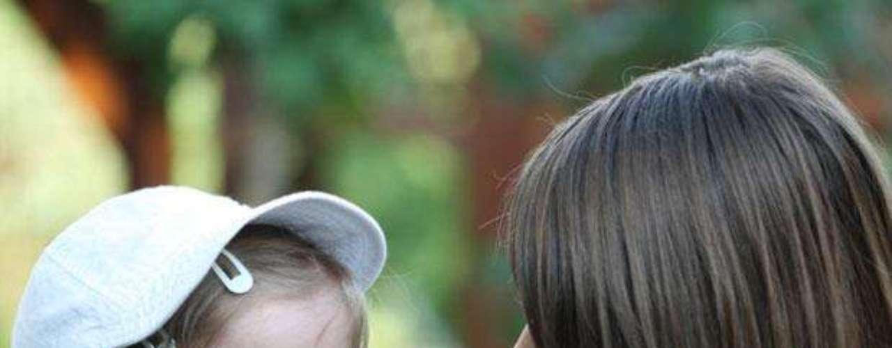 Emplea una gorra o un sombrero de ala ancha para proteger ojos, cara y cuello.