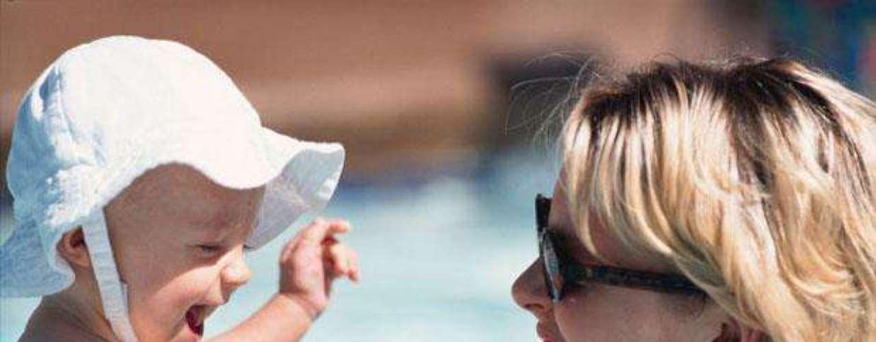 Protege a  bebés y niños de corta edad, ya que su piel es más sensible. Con información de Transitions.