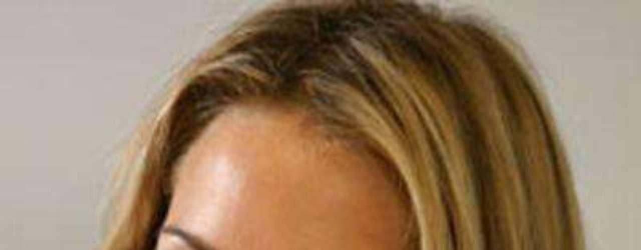 Desnudo de Natalia Paris. La modelo paisa posó desnuda en la revista colombiana Soho después de que en diferentes ocasiones se negara a hacerlo. La publicación causó gran revuelo.