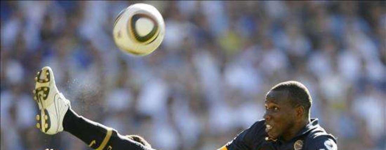 En los últimos años desfilaron jugadores y entrenadores por River y Boca que llegaron con la esperanza de triunfar y finalmente se fueron por la puerta de atrás. El colombiano Breyner Bonilla nunca logró dar seguridad en el fondo y pasó por el club como uno más del montón