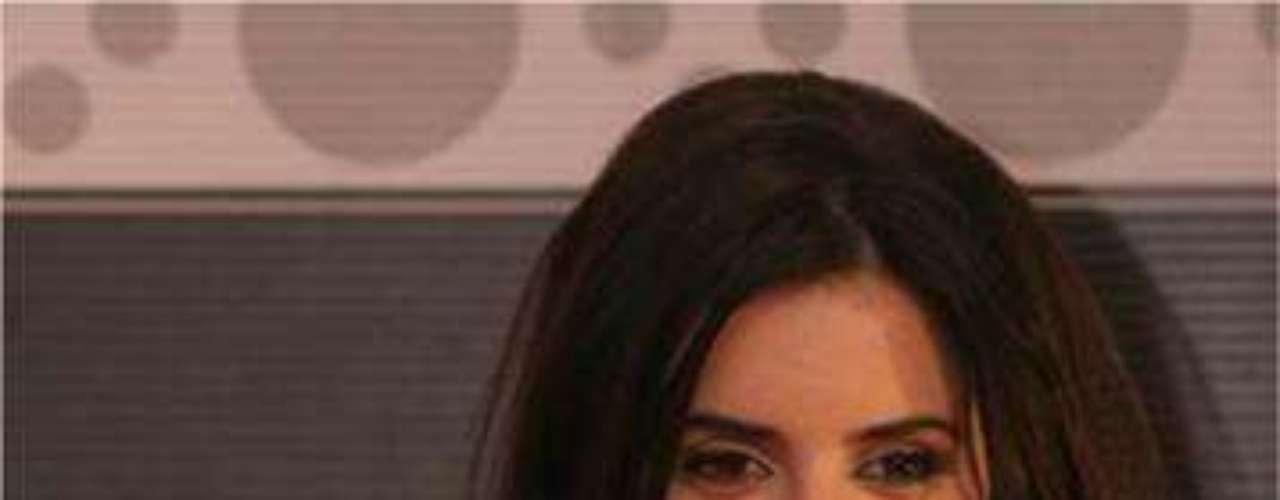 Esta linda actriz española lleva tatuado el número 883 en el tobillo, un misterio que rige su vida