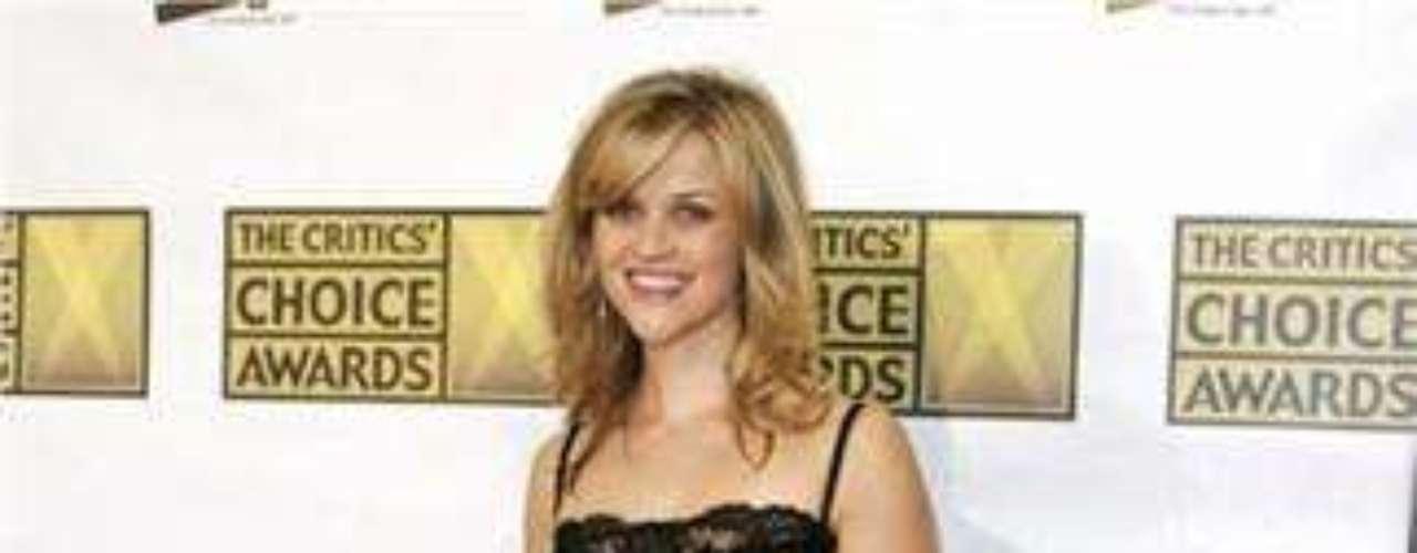 La bella e inteligente actriz tiene una pequeña estrella en la cadera, del lado izquierdo