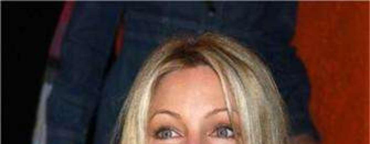 La actriz tiene tatuados un corazón en el tobillo y el nombre de su ex esposo Richie Sambora sobre su ingle