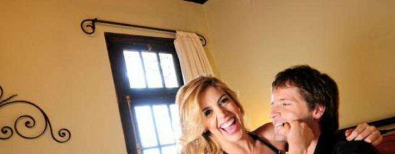 Virginia Gallardo y Dalma Maradona protagonizarán Tresemes, que filmará Pablo Yotich en santa Cruz. El rodaje comenzará en septiembre y todavía se desconoce si aparecerá Virginia Gallardo desnuda en el cine. Después de que se publicaran fotos de Virginia Gallardo desnuda en Playboy y Maxim, la rubia infartante parece querer cambiar su imagen recurriendo a la pantalla grande.