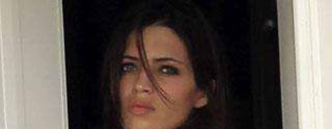 La novia de Iker, fotografiada al salir de casa, sin maquillar ni peinar.