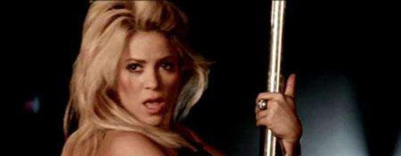 La colombiana muestra sus dotes como bailarina de striptease en su último videoclip.