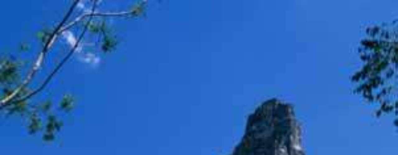4. Tikal. Se encuentra en Guatemala y se trata de una de las excavaciones más grandes de Centroamérica. Si te resultan muy conocidas, te interesará saber que fue en este sitio donde Mel Gibson filmó su película 'Apocalypto'.
