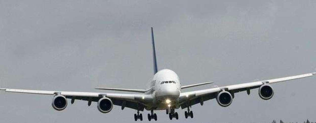 El aeropuerto internacional de Miami gastó unos cuatro millones de dólares en el acondicionamiento y modificaciones de sus terminales para poder acoger al A380, el avión con mayor rendimiento en consumo de combustible del mundo y un 30 por ciento más silencioso que el resto de aparatos similares.