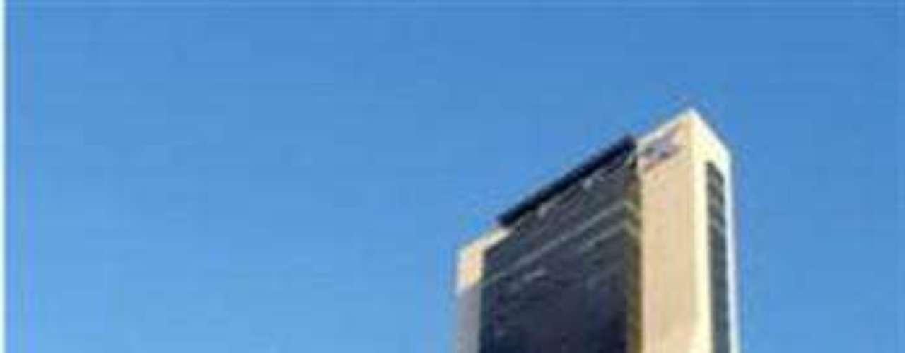 Torre CNCI. Se trata del segundo edificio más alto del norte de México. Posee una altura de 168 metros. Ubicado en San Pedro Garza Garcia, Nuevo León, el Fomento Inmobiliario Omega fue el responsable de esta construcción, a las órdenes de los arquitectos Agustín e Ignacio Landay Roberto García.