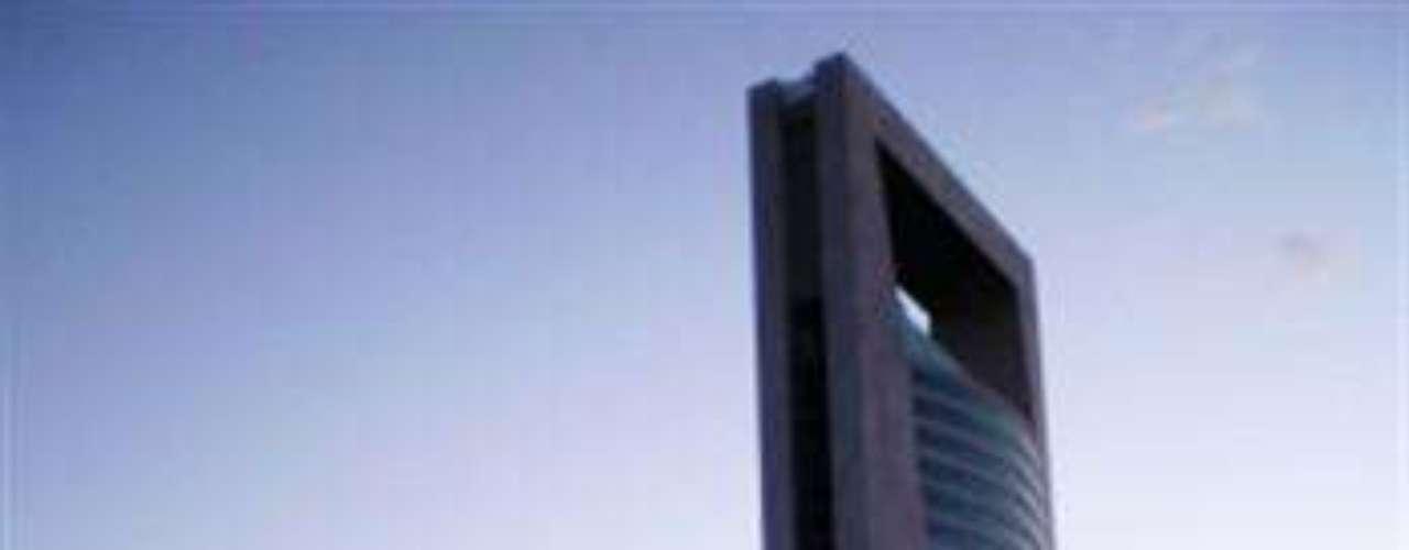 Centro Plaza Cívica. Se encuentra en Monterrey y tiene una altura de 180 metros. Es el rascacielos más alto de esa ciudad.