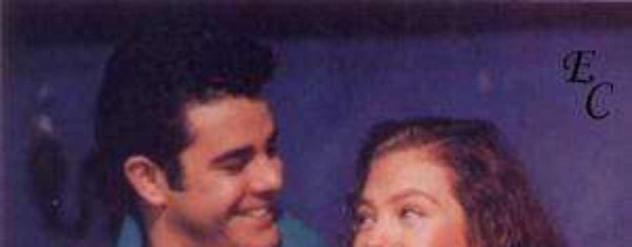 Antes de la versión que hizo Thalía esta telenovela, se grabó en México bajo el nombre de 'La Venganza' en el año de 1977.  Esa vez también fue producida por Valentín Pimstein y fue protagonizada por Helena Rojo y Enrique Lizalde.Añáde Terra Telenovelas en Facebook