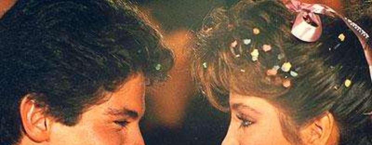 Esta fue la primera telenovela que la intérprete de 'Amor a la Mexicana' estelarizó. Compartía créditos con Adela Noriega'.Añáde Terra Telenovelas en Facebook