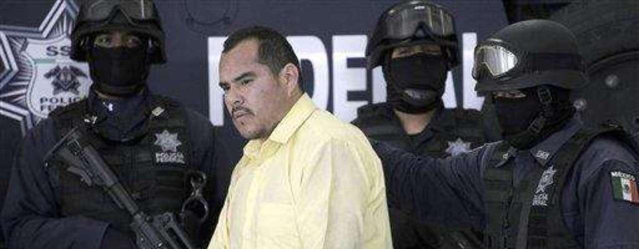 Oficiales federales escoltan a Marco Antonio Guzmán, \