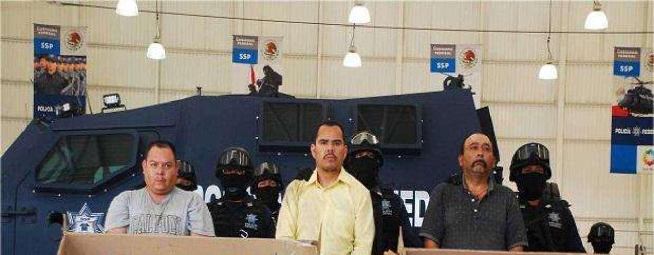 Además de Marco Antonio Guzmán, centro, se logró la captura de Octavio Rodríguez Lugo, alias \