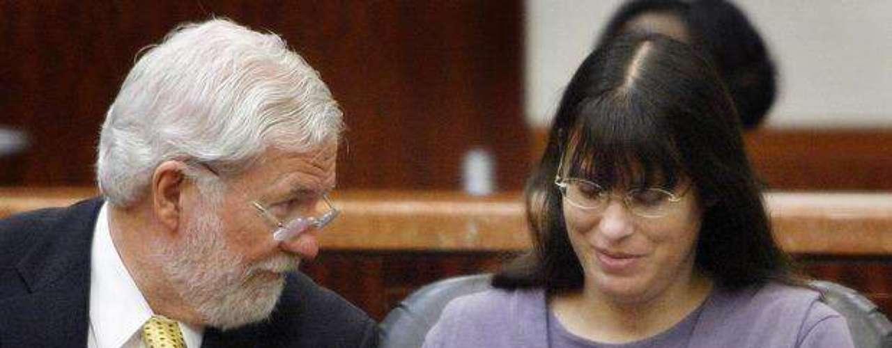 Andrea Yates mató a sus cinco niños el 20 de junio de 2001 por ahogamiento en la bañera de su casa.  Aunque la fiscalía había solicitado la pena de muerte, el jurado rechazó esa opción. El 26 de julio de 2006, un jurado de Texas encontró que Yates no era culpable por razones de demencia.