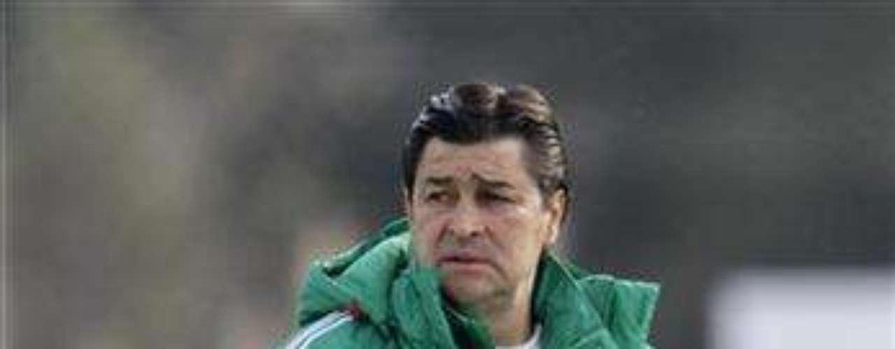 La selección mexicana sub 23 fue protagonista de un escándalo en 2011, cuando se conoció que un grupo de jugadores llamó a varias prostitutas durante una concentración.  Las mujeres robaron a los jugadores, quienes además  fueron suspendidos por la federación mexicana.