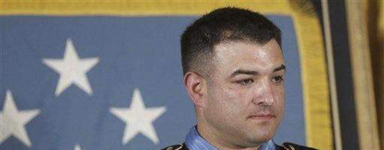 El sargento Petry fue reconocido por sus \