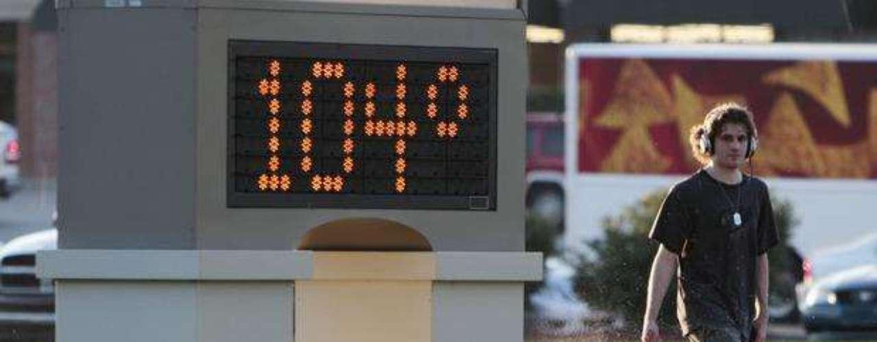 Hutchinson, Kansas, alcanzó 39° C (103° F) la tarde del lunes, tras llegar a unos abrasadores 44° C (112° F) el domingo (no se han llevado registros el tiempo suficiente para saber si se trataba de un nuevo récord para la fecha).