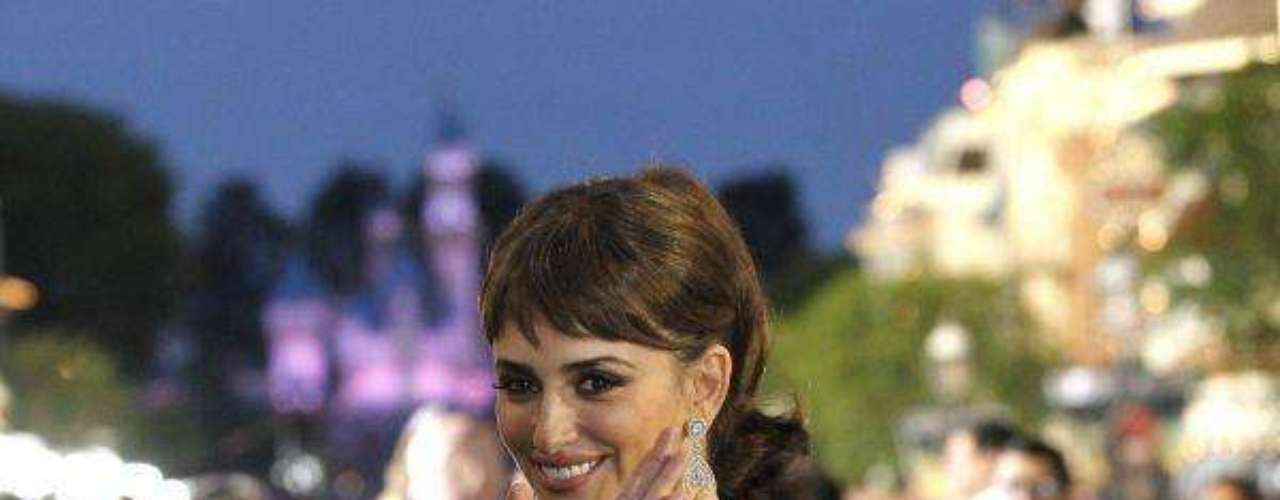 Penelope Cruz waves at the premiere of Pirates of the Caribbean: On Stranger Tides at Disneyland in