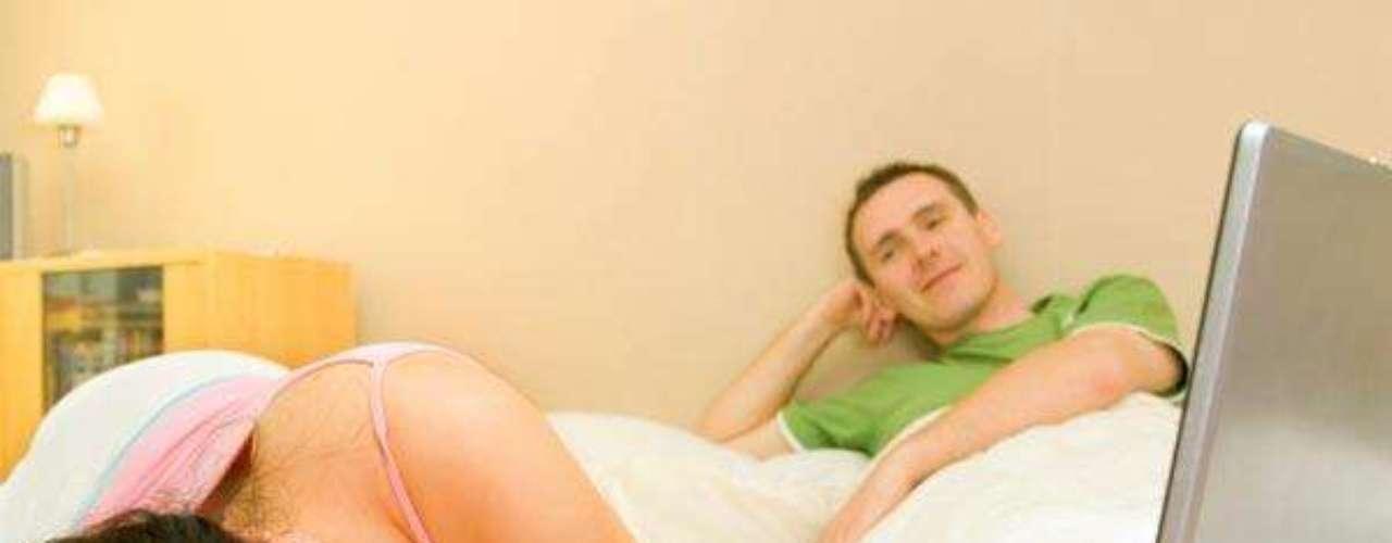 Si no comprendes algo que tu pareja está haciendo, pregúntale por qué lo está haciendo. Habla y explora, no asumas.