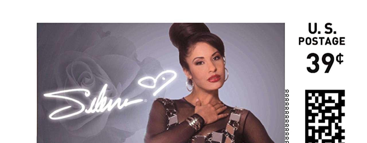 Selena: 50 millones de copias vendidas. La nueva generación del pop Latino trajo nombres como Shakira, Enrique Iglesias, Paulina Rubio y Juanes.  Con cifras que van desde los 20 millones de copias vendidas ¡Descubre hasta donde llega la cifra de los artistas más vendedores del momento!