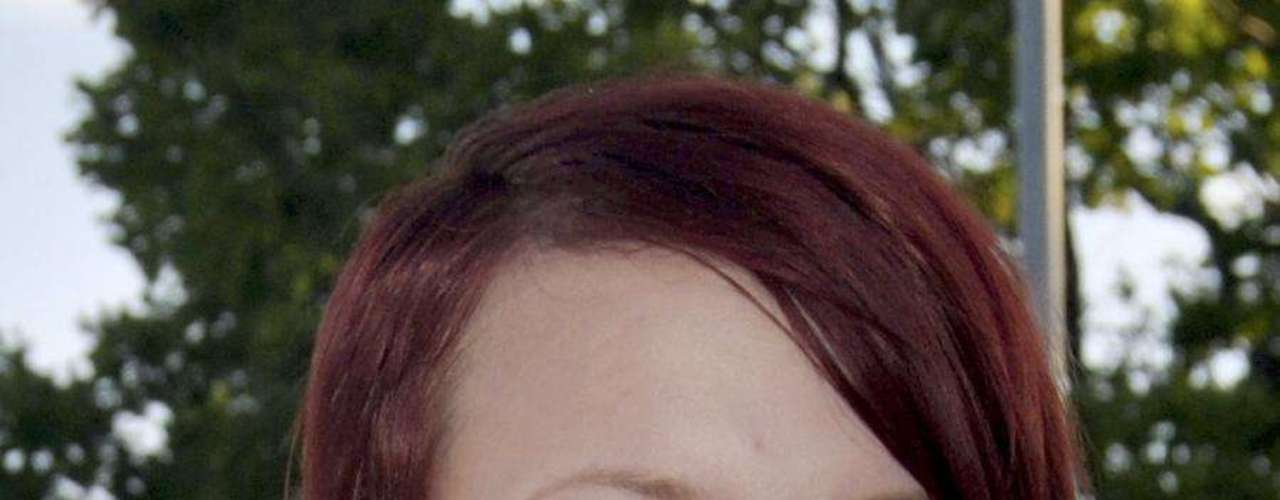 Birgitte Smetbak , de 15 años, originaria de Noetteroey, Noruega, también falleció en los atentados. El jefe del gobierno de Noruega, Jens Stoltenberg, quien ha sido elogiado por su gestión en la crisis, aseguró que los jóvenes socialistas que fallecieron en el tiroteo eran unos \