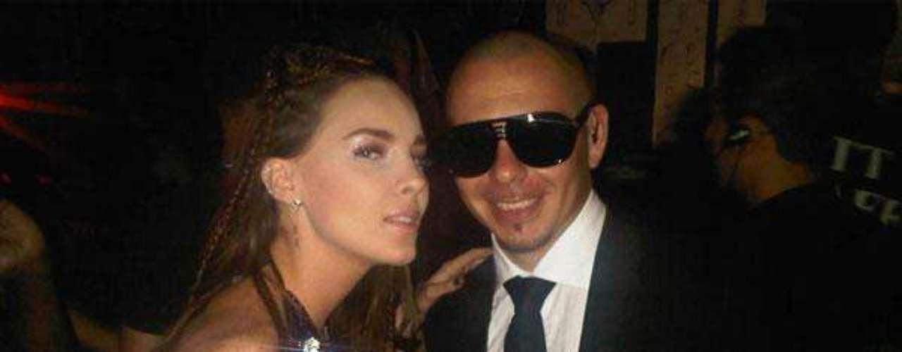 """Belinda y Pitbull interpretaronel tema 'Egoista' y repitenla fórmula del éxito en sunueva creación """"I Love You, Te Quiero""""."""