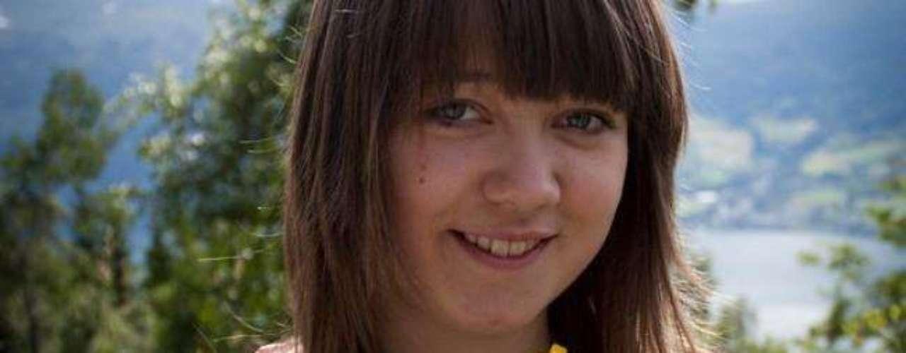 Hanne Kristine Fridtun, 19 años, de Stryn, Noruega, también falleció en la matanza. Centenares de personas se han congregado en la isla de Utoya para mostrar su pesar por la muerte de las víctimas.